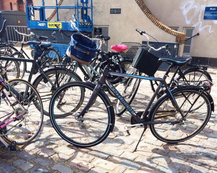 Unlocked bikes outside of Torvehallerne