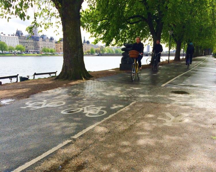 Beautiful bike lane around the lakes