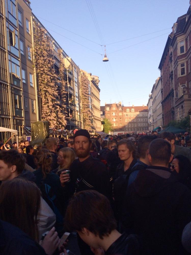 The cramped crowd near Rust